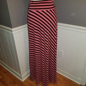 📣SALE📣Joe B. Coral and Black Maxi Skirt